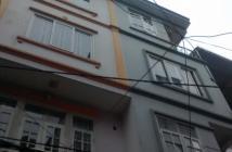Mặt phố Vĩnh Tuy, vị trí ngã 4 vòng xuyến, 35m2, 4 tầng đẹp, MT 5m, 5.5 tỷ, cho thuê cao