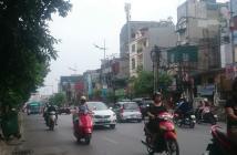 Bán nhà mặt phố Lạc Long Quân, diện tích 202m2 cấp 4, mặt tiền 10.6m