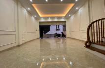 Hàng Hiếm! Nhà Đẹp Nguyễn Trãi: 40m, MT: 5m, 5 tầng, ở luôn.